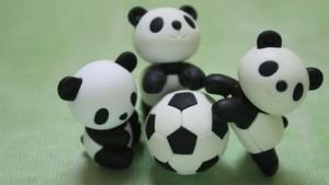 【サッカーボールの色の理由】なぜ白黒からカラーに変わっていったのか?